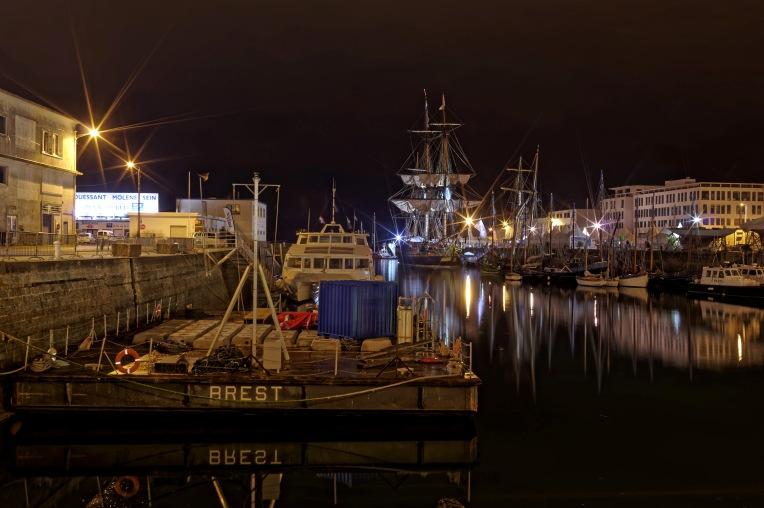 l'Hermione, l'Hermione à Brest, Brest, port de Brest, l'Hermione de nuit, bretagne, finistère